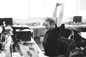 stretching ufficio regolare bene la sedia - riganelli